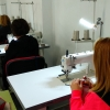 Unas 30 mujeres se forman en confección de sofás en la comarca