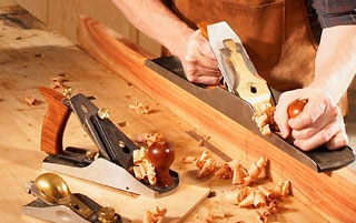 carpintero-trabajando